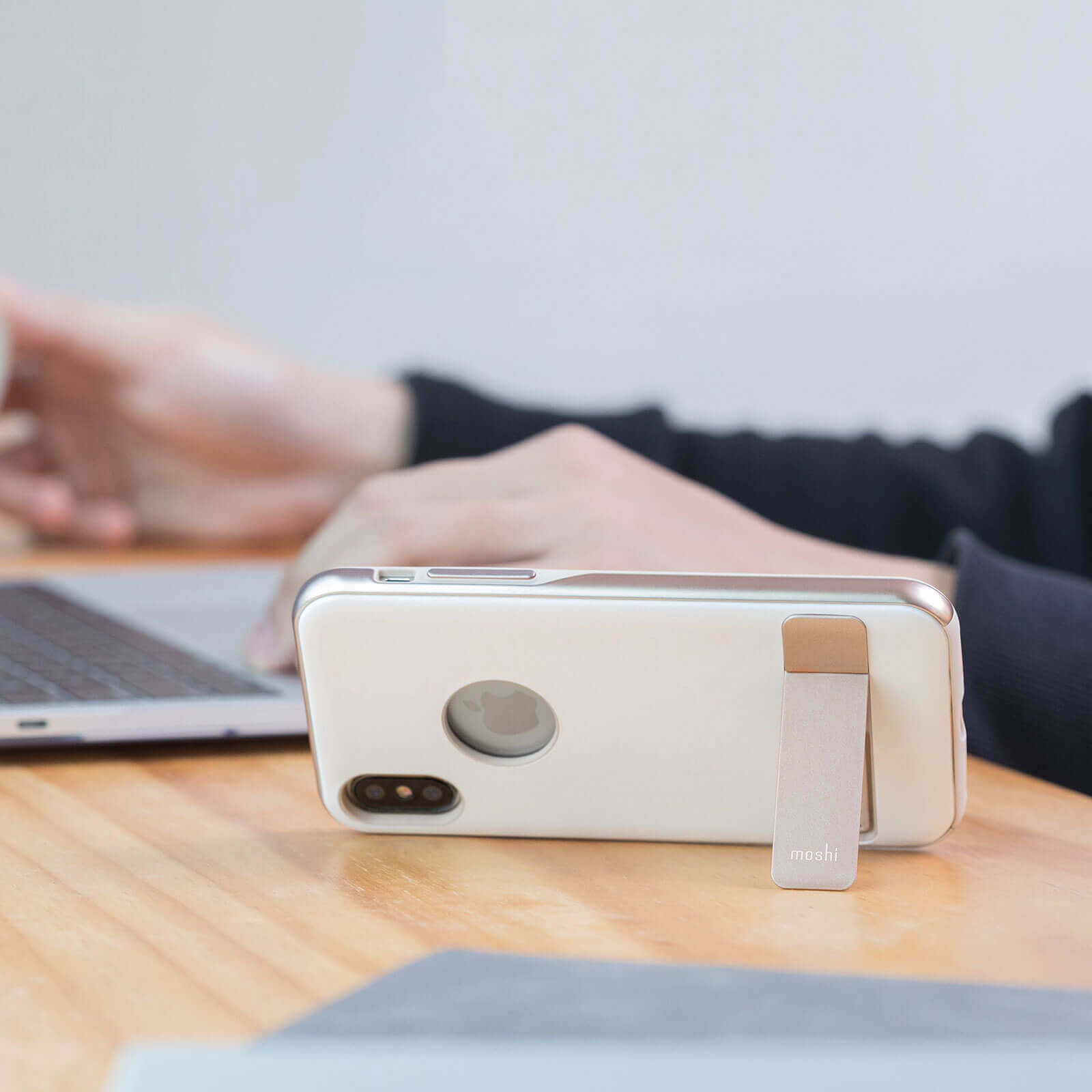 Moshi Kameleon Case — удароустойчив кожен кейс за iPhone XS, iPhone X (бял) - 5