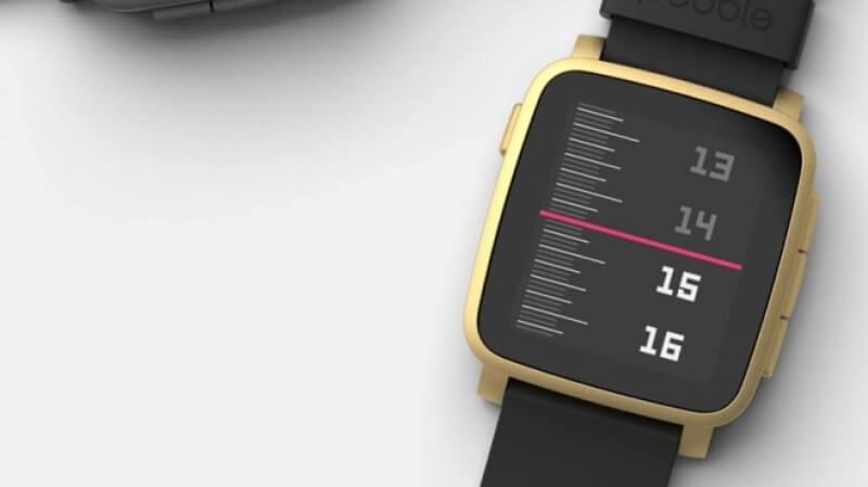 Какво ще се случи с часовниците на Pebble след сделката с Fitbit